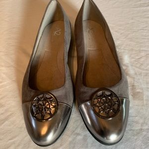 NWOT A2 by Aerosoles Gray and Silver Flats